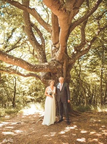 Bruden och hennes far strax före vigseln.