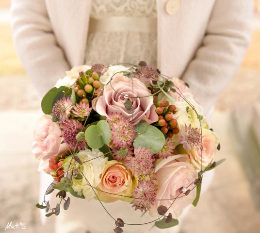 En vacker brudbukett vid bröllopsfotografering